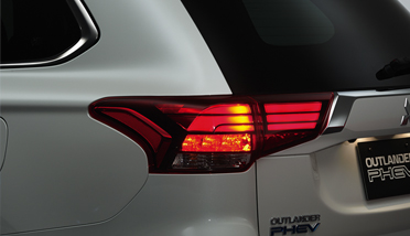 Super wide LED rear combination lamp extends to the tailgate